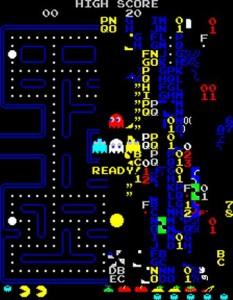 Captura que muestra la pantalla 256 de Pacman. El laberinto se desdibuja apareciendo números y letras