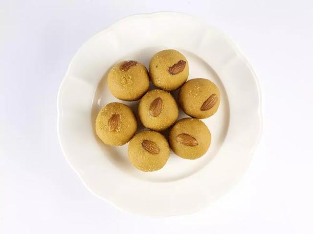 Besan ke Ladoo Recipe in Hindi