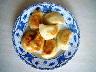 Balkan Style Green Onion Casserole (Balkan Usulu Yesil Sogan Guveci)