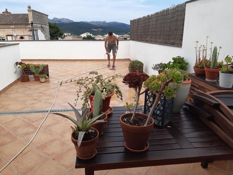 19 giugno a pulire la terrazza a Maiorca