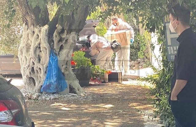 Σχεδόν εξ επαφής, σύμφωνα με τον ιατροδικαστή Κέρκυρας, Ιωάννη Αϊβατίδη, φέρεται πως δέχθηκαν τους θανάσιμους πυροβολισμούς τα δύο θύματα, του 67χρονου δράστη, που έβαλε τέλος στη ζωή του με την ίδια καραμπίνα, αμέσως μετά το διπλό φονικό.