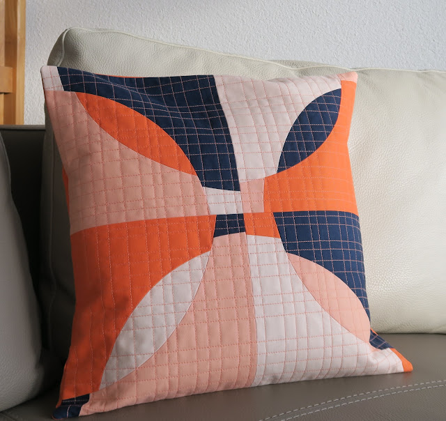 Luna Lovequilts - Free form curves quilted cushions