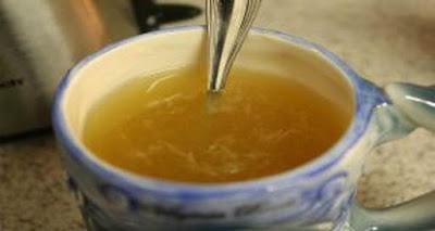 ¿Qué sucede cuando usted bebe miel agua con el estómago vacío?