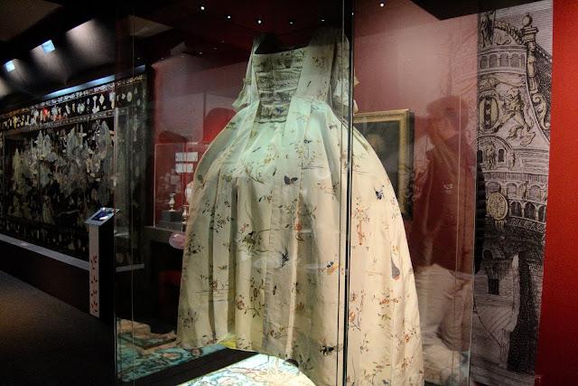 Photo d'une robe qui se trouve au Musée de la Compagnie des Indes