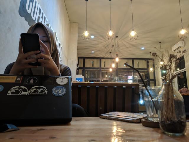laptop coffee shop