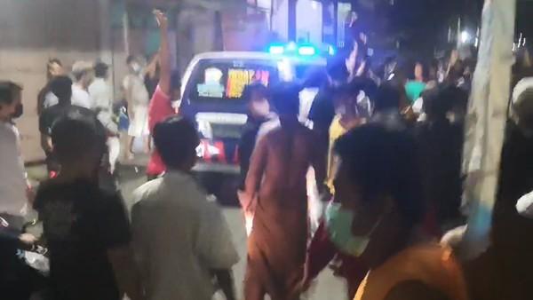 Detik-detik Kericuhan Operasi PPKM Darurat di Surabaya