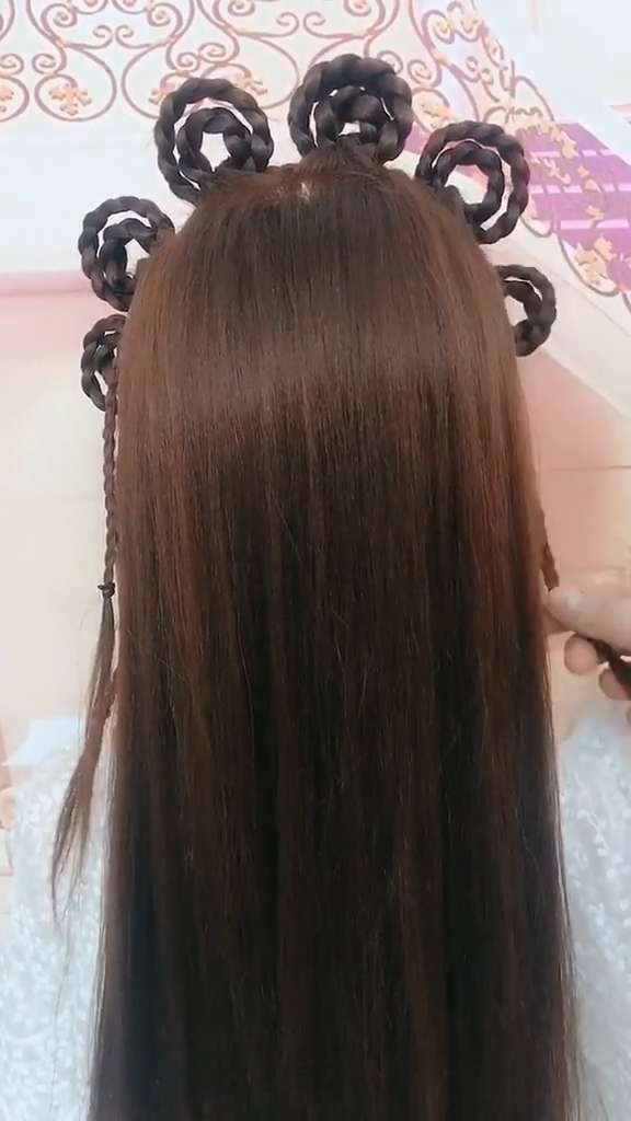 hairstyle half up