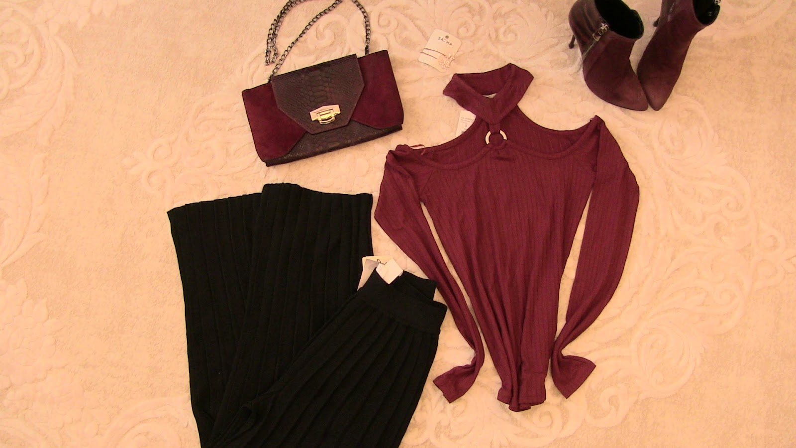 oxxo piliseli pantolon, oxxo omuz dekolteli bordo bluz, hotiç çanta ve bot