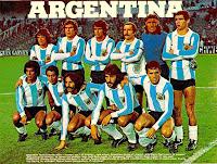 SELECCIÓN DE ARGENTINA - Temporada 1976-77 - Houseman, Killer, Olguín, Carrascosa, Hugo Gatti y Tarantini; Américo Gallego, Ardiles, Luque, Ricardo Villa y Bertoni - ARGENTINA 1 (Passarella), ESCOCIA 1 (Masson) - 18/06/1977 - Partido amistoso - Buenos Aires, Argentina, Estadio Alberto José Armando o La Bombonera