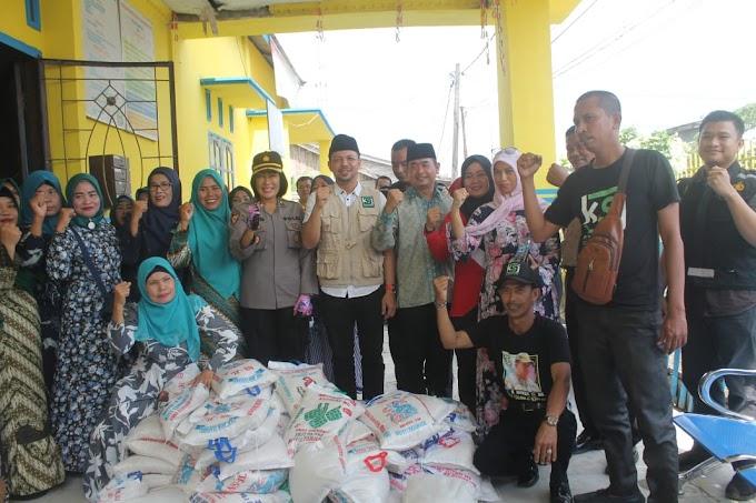 Kapolres Batu Bara Bersama Ketua KSJ Salurkan Bantuan Sembako di Kampung Nelayan