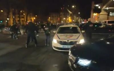 Αστυνομικοί  φυγάδευσαν τον Μακρόν από θέατρο!