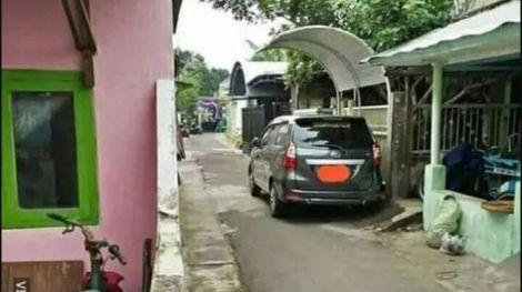 parkir mobil di gang