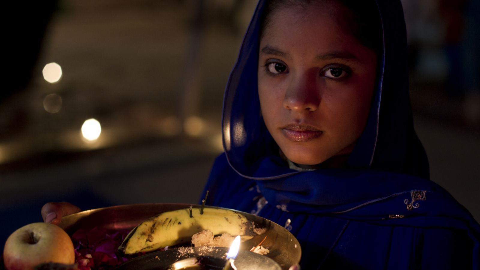 భారత దేశంలో అంతరించి పోతున్న హిందువులు - ఒక పరిశోధనలో జీర్ణించుకోలేని సత్యాలు - Bharatha Desam lo Kanumarugu Kaanunna Hindu Samaajam