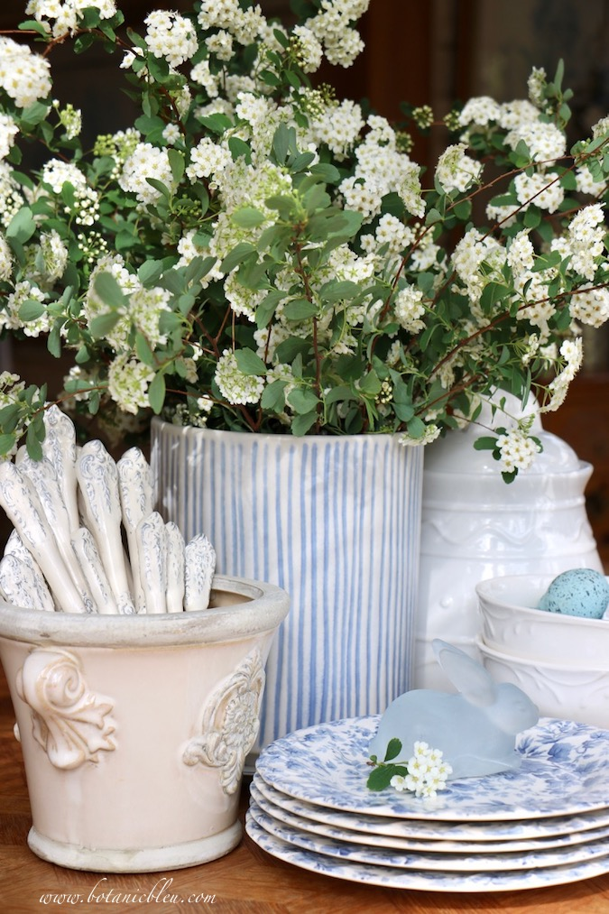 An easy, last minute Easter tablescape with blue and white