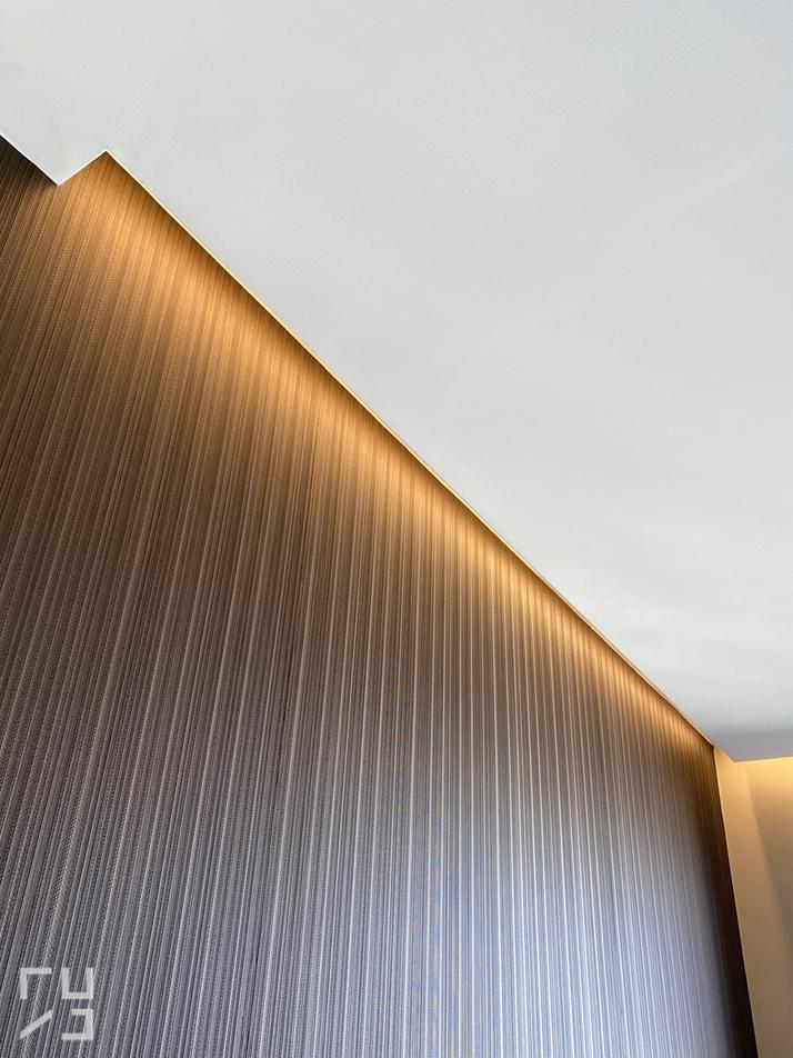 Podświetlona tapeta LEDami - projekty wnętrz arch. Katarzyna Sobańska-Jóźwiak