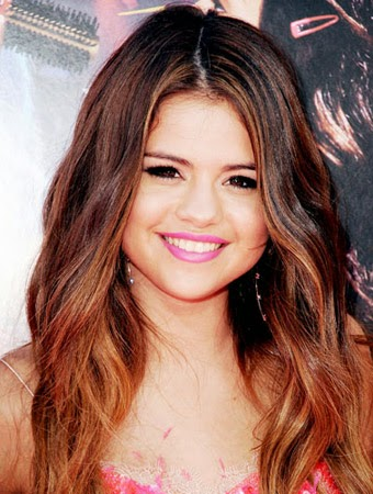 Latest Hairstyles: Selena Gomez Hair Color