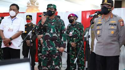 Panglima TNI Marsekal Hadi Tjahjanto Tinjau Vaksinasi di Halaman Kantor Gubernur Sulut