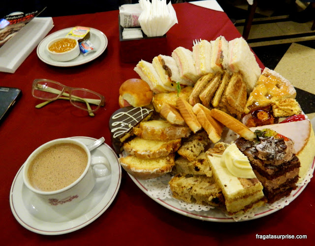 Chá da tarde na Confeitaria Las Violetas, Buenos Aires