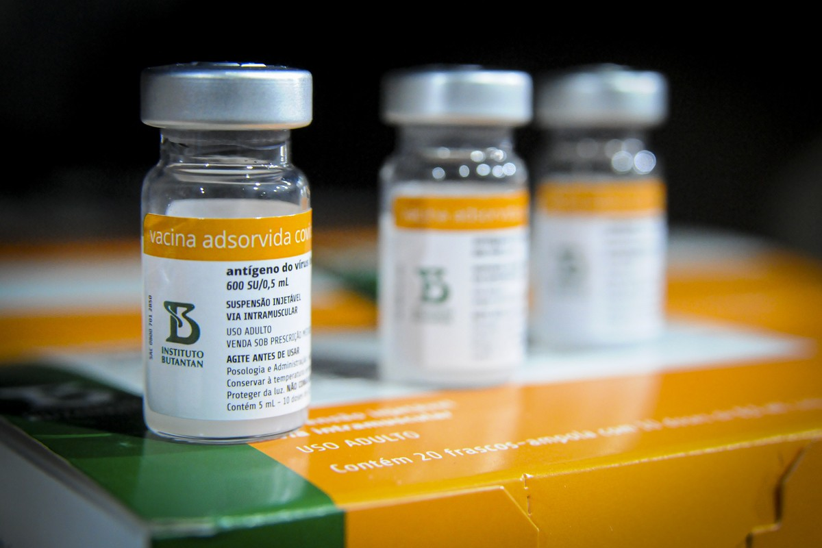 Terceira dose é indicada para vacinados com CoronaVac a partir de 55 anos, revela estudo!