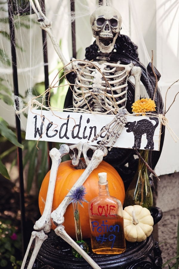 halloween+wedding+spooky+gothic+skeleton+october+fall+autumn+pumpkin+skull+ghoul+ghost+dress+up+costume+party+black+red+orange+tattoo+bride+bridal+groom+14 - Amaretto Finger Cookies