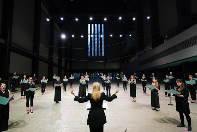 Suzi Digby and ORA Singers in the Turbine Hall, Tate Modern