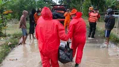 Evakuasi Korban Banjir di Indramayu, Tim SAR Konfirmasi 2 Warga Meninggal Dunia