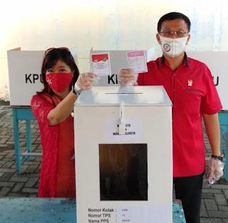 Ketua DPRD Medan Bersama Istri dan Anak Memilih di TPS 13 Jalan Meranti Sekip, Ajak Semua Warga Menyalurkan Suaranya di TPS