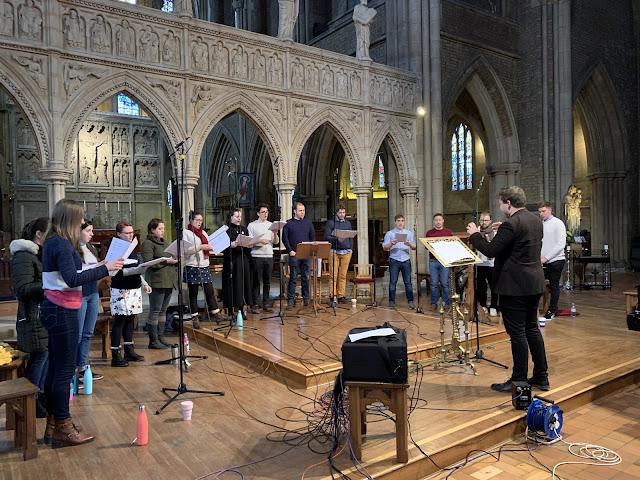 Alex Woolf: Requiem - recording session with Vox Luna and Alex Woolf (Photo Delphian Records)