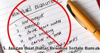 Jangan Buat Daftar Resolusi Terlalu Banyak merupakan tips membuat resolusi tahun baru yang nyata dan mudah dicapai