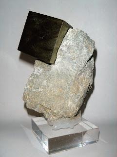 Pirita de Navajún en matriz. Cristal 5x2,3 cm. Mina Ampliación a Victoria. Navajún.
