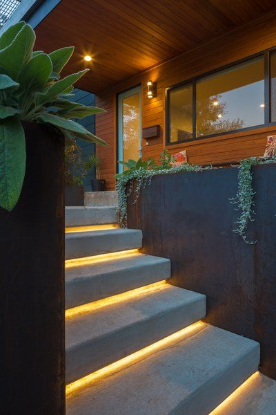 Desain Tangga Depan Rumah