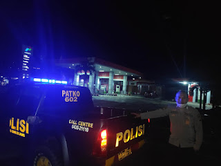 Patroli Malam di SPBU, Anggota Patroli Polsek Alla Sampaikan Himbauan Kamtibmas
