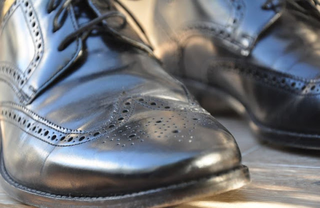 how to clean leather shoes right way cleaning shoe correctly