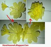 langkah membuat bunga dari kantong plastik bekas