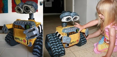 Robot Wall-e hechos con desechos reciclados metálicos