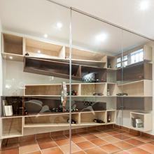 diseño-mobiliario-bodega-interiorismo-vivienda-torrox-park-malaga-antonio-jurado-arquitecto-01