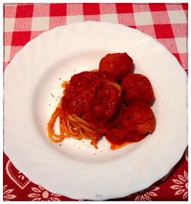 spaghetti con polpette di patate al sugo