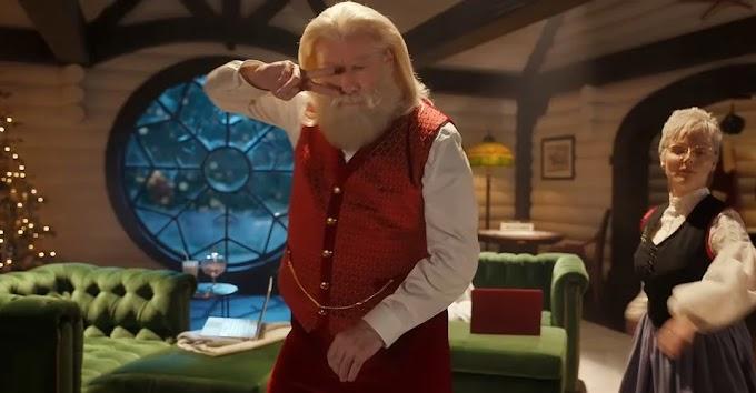 John Travolta se convierte en Santa Claus y baila a lo Pulp Fiction en un nuevo spot navideño