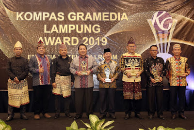 Gubernur Arinal Raih Penghargaan Inovasi Pertanian dan Kesehatan dalam Ajang Kompas Gramedia Award 2019