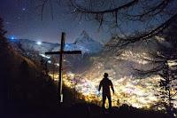 Christian Cross Photo by Joshua Earle on Unsplash