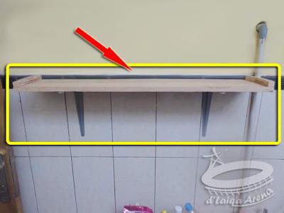proses pemasangan rak pada dinding