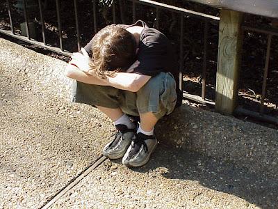 10 علامات توحى بان طفلك يتعرض لاعتداءات فى مدرسته !! تعرف عليها