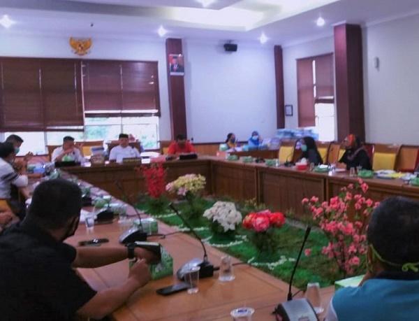 Ijazah di Tahan Perusahaan, Pekerja Gelar RDPU di Komisi I DPRD Batam