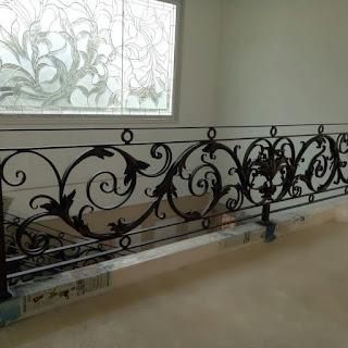 railing-balkon-besi-tempa-balkon-klasik-01
