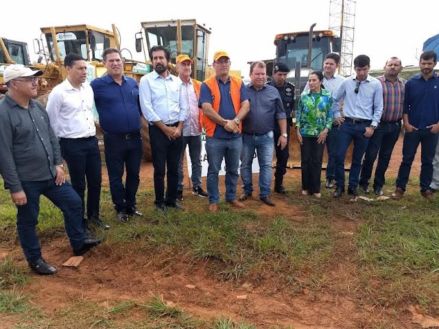 Guajará-Mirim recebe limpeza da cidade, encascalhamento e operação tapa-buracos