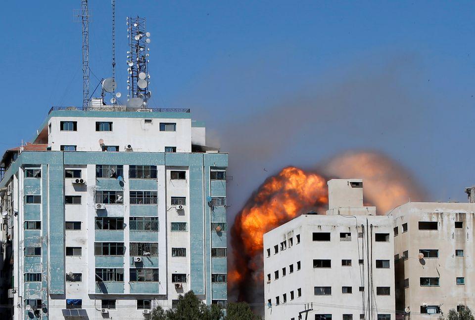 Situasi Semakin Mencekam! Kantor Berita Internasional di Gaza Hancur Dibombardir Serangan Udara Israel