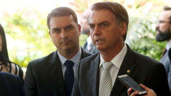 Acusan a hijo de Bolsonaro de blanqueo de dinero en Brasil