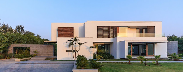 Modern home from the driveway