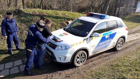 Dombiratos közelében fogtak el egy határsértőt a rendőrök