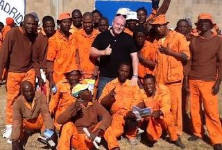 Predicando y evangelizando en la cárcel